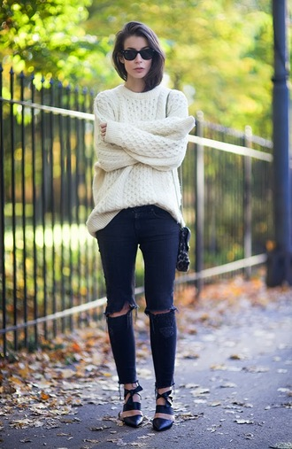 sweater oversized sweater winter sweater fall sweater white glasses black sunglasses jeans blue skinny jeans girly ootd hipster swag tumblr tumblr girl tumblr clothes white oversized sweater