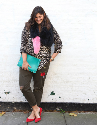 fashion foie gras blogger shirt scarf pants bag plus size clutch animal print red shoes flats ballet flats