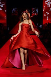 dress,zendaya,red dress,gown,runway