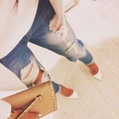 jeans,dechired jeans,escarpins blancs,jacket white,high heels,white high heels,white,mini bag,tank top white,shoes,bag