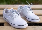 shoes,nike sb,nike,white,white sneakers,low top sneakers