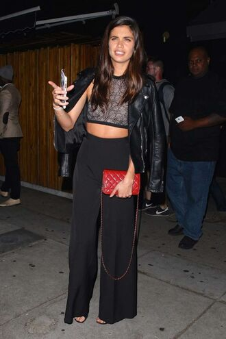 pants wide-leg pants high waisted sara sampaio crop tops lace top all black everything model black pants red bag lace crop top leather jacket high waisted pants