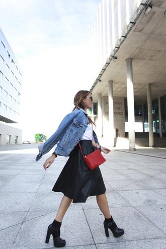 b a r t a b a c blogger t-shirt jacket bag sunglasses midi skirt denim jacket red bag