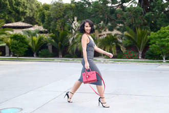 ktr style blogger bag striped dress stripes red bag black heels long dress black and white