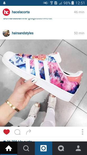 shoes colorful waterfall adidas adidas shoes adidas superstars adidas originals trainers flowers love adidas! superstar cute dope swag instagram pretty pink floral tie dye summer summer shoes blue snickers white coral low top sneakers multicolor pattern adiddas multicolor sneakers adidas colorful wonderful watercolor must have them