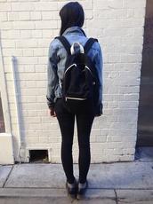 bag,monochrome,minimalist,sporty,casual,black,white,DrMartens,backpack