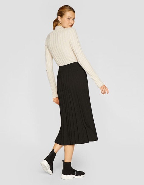 Stradivarius Pleated Skirt In Black