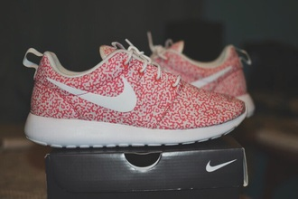 shoes size 9 roshe runs nike pink and white