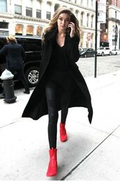 leggings,gigi hadid,streetstyle,model off-duty,red sneakers,leather pants,black coat,Gigi Hadid Leggings