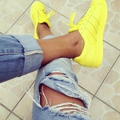 shoes,style,yellow,adidas supercolor,adidas,adidas originals,yellow sneakers,adidas superstars,adidas shoes,ripped jeans