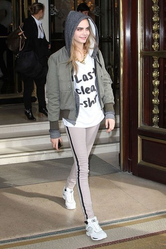 cara delevingne casual jeans