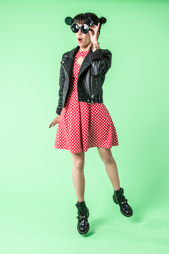 le dressing de leeloo blogger polka dots red dress leather jacket cut out ankle boots round sunglasses black sunglasses