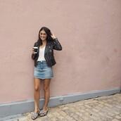 skirt,denim skirt,mini skirt,frayed denim skirt,perfecto,tank top,blogger,blogger style,slide shoes