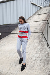 sweater,maniére de voir,cropped,colour block,grey,red,tracksuit,casual,trendy,fashion,style,joggers