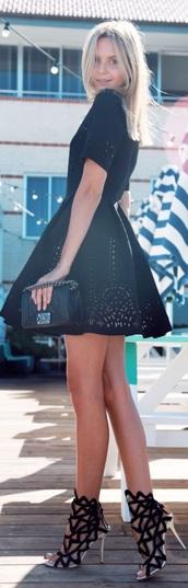 shoes,dress,black heels