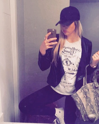 bag snake print leather hat black leather hat leather black hat iphone purple lipstick modern chic all black everything leather jacket lululemon the loft michael kors blonde hair long hair monochrome