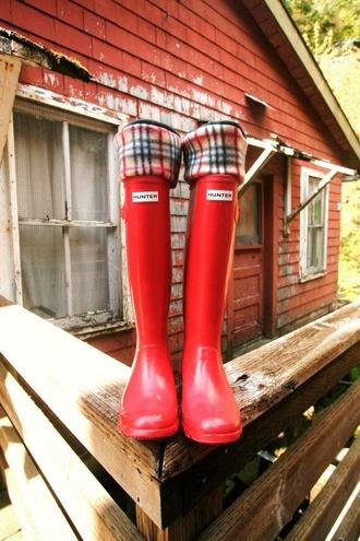 socks wellies fleece socks hunter boots boots automne autumn boots plaid red orange #rainboots #loveittttt