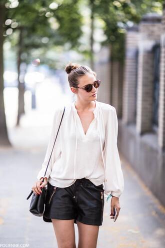 polienne blogger black shorts white blouse