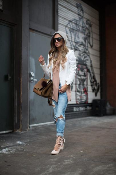 maria vizuete mia mia mine blogger sunglasses bag white blazer ripped jeans strappy sandals