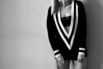 sweater black white noir blanc pull v neck stripes style chic
