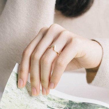 Chevron Ring | Dainty Silver Stackable Ring
