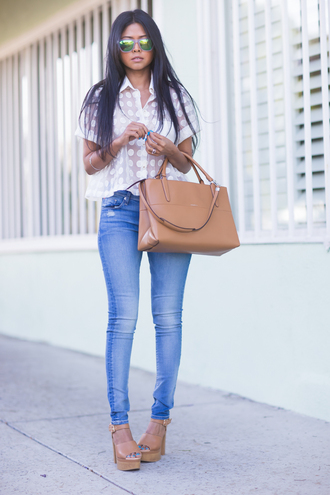 walk in wonderland top jeans shoes bag jewels sunglasses