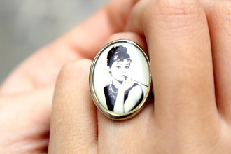 jewels audrey hepburn vintage ring black and white