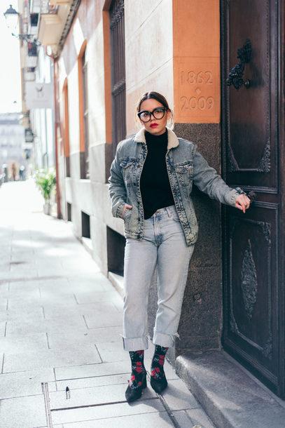 jacket tumblr denim jacket denim blue jacket top black top turtleneck black turtleneck top glasses jeans socks