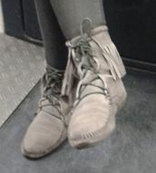 shoes,indian boots,gris,daim,hippie