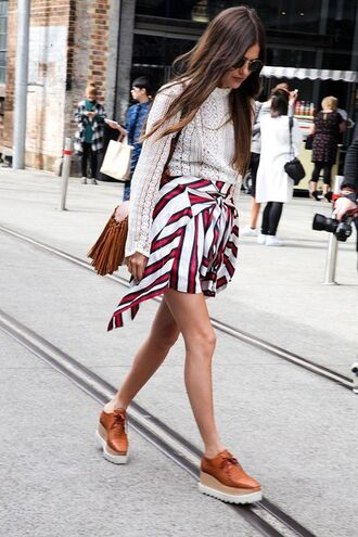 skirt stripes striped skirt red skirt brown shoes fall outfits streetstyle platform shoes asymmetrical skirt white sweater cable knit fringed bag blouse