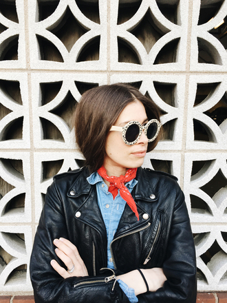 orchid grey blogger round sunglasses retro sunglasses leather jacket black leather jacket denim shirt spring outfits