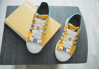 my blonde gal blogger shoes adidas yellow shoes sports shoes adidas shoes yellow sneakers sporty chic bright sneakers