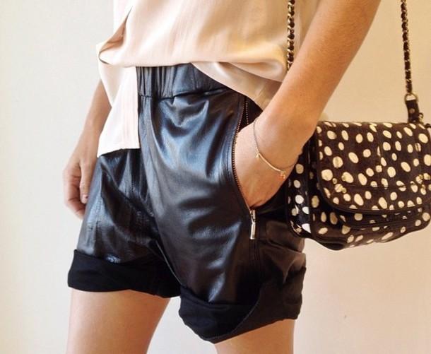 shorts patterrn black fur clutch