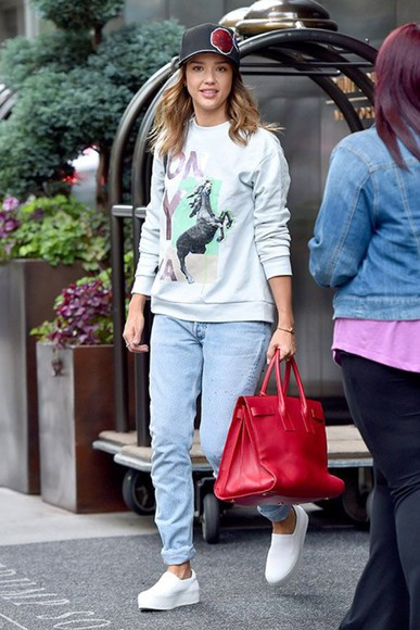 jessica alba top sweater streetstyle bag
