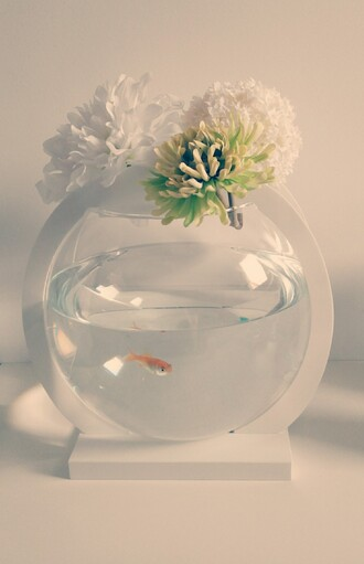home accessory blanc white color green flowers green vert eau water bocal chic romantic fish poisson rouge goldfish cute aquarium home orange orange color animal pets nature old school boho hipster hippie girl beach house