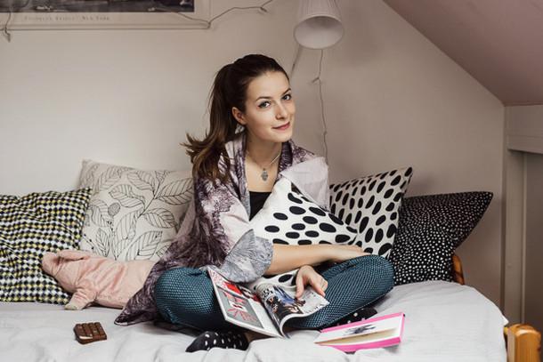 iemmafashion blogger pillow home accessory kimono printed pants