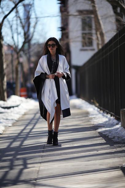hug you blogger dress blanket scarf shoes jewels