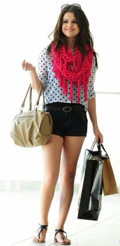 bag,beige,selena gomez,shorts,shoes,shirt,scarf,sunglasses