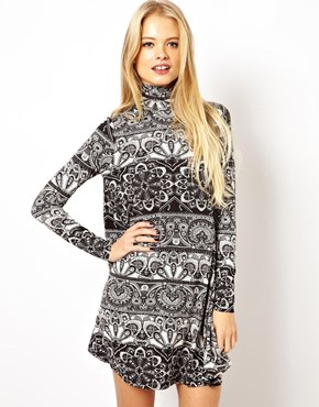 ASOS | ASOS – Swingkleid mit Polokragen und schwarzweißem Muster bei ASOS