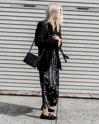 figtny blogger dress jacket jewels sunglasses shoes bag fall outfits shoulder bag blazer loafers maxi dress