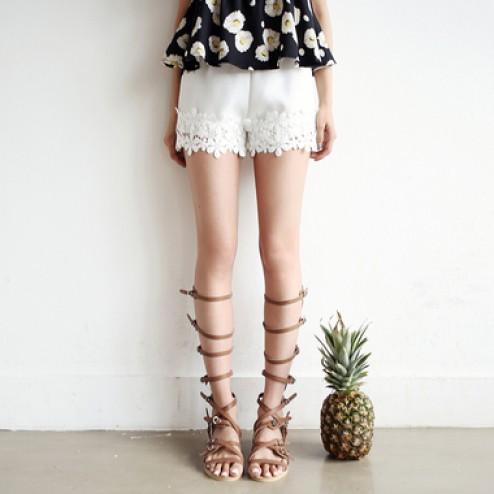 Lace banding shorts
