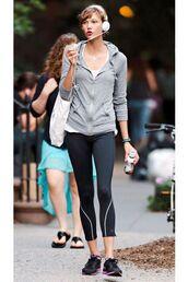 jacket,celebrity,gym,karlie kloss,leggings,sneakers,headphones,workout clothing