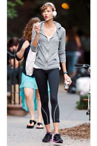 jacket celebrity gym karlie kloss leggings sneakers headphones workout clothing