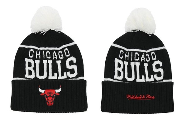 Mitchell & Ness Chicago Bulls Overcuff Pom Knit Beanie Black