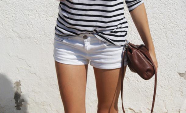 shorts blouze white black bag brown blouse