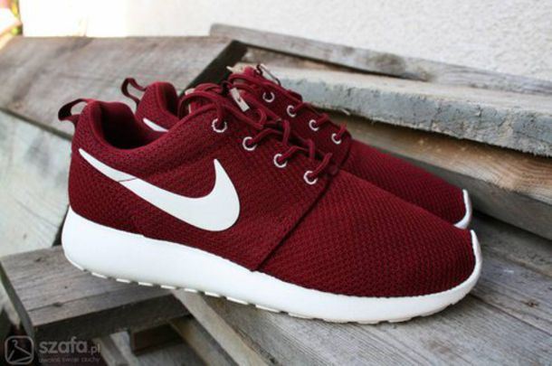 nike roshe run burgundy