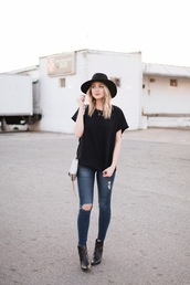 love,lenore,blogger,sweater,jeans,shoes,hat,bag,black t-shirt,felt hat,ankle boots,skinny jeans,spring outfits