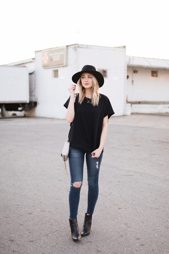 love lenore blogger sweater jeans shoes hat bag black t-shirt felt hat ankle boots skinny jeans spring outfits