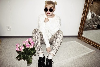 thelma malna blogger round sunglasses snake print pants knitted sweater grunge