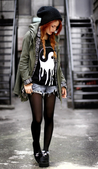 t-shirt yin yang skinny smoking creepers jacket shirt yin yang shirt beanie denim shorts tights army green jacket black creepers hat blouse black yinyang grunge soft grunge loose tshirt yin-yang black and white grunge 90s pretty shirt  need tumblrl girl nice shorts flannel shirt plaid shirt cool hipster le happy melt white punk goth emo alternative melting rock punk rock ska skater skater girl rock band indie rock green jacket olive green timberlands